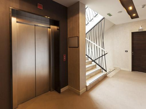 Aufzug in Mehrfamilienhaus
